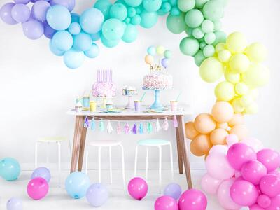 100 pc. Strong Balloons 23cm, Pastel Bright Green