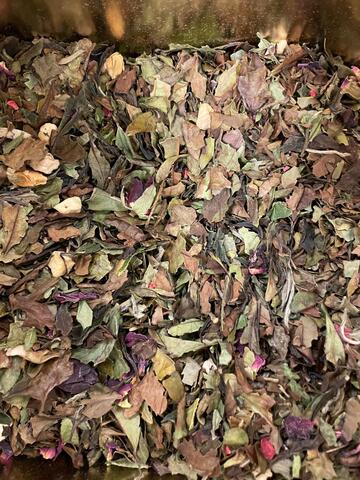 White tea with rose and raspberry 100 g.