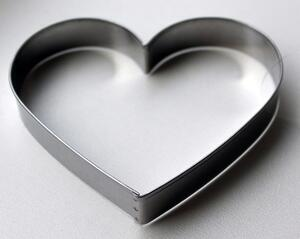 Heart metal cutter 9,5 cm.