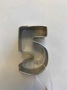 5 - Five metal cutter 4,0 x 2,5 cm.